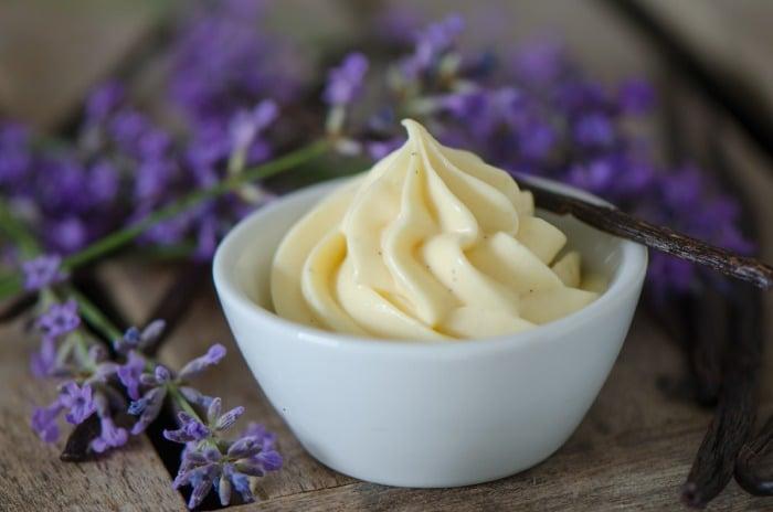 macarons mit lavendel vanillemousse macarons rezepte zum selber backen. Black Bedroom Furniture Sets. Home Design Ideas