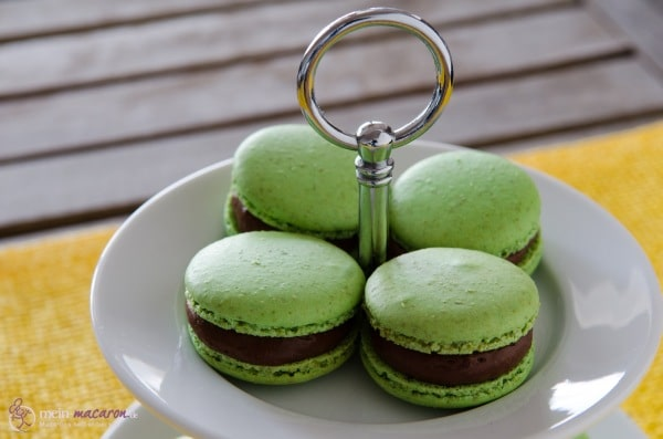 pistazien macarons mit nougat mousse macarons rezepte zum selber backen. Black Bedroom Furniture Sets. Home Design Ideas